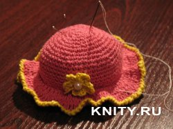 Вязаная шляпка-игольница