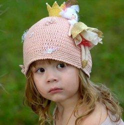 Идеи вязаных летних шапок для девочек