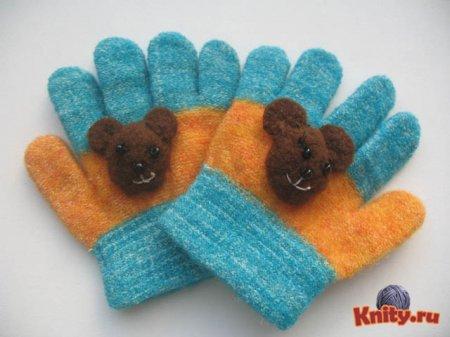 Как украсить детские вязаные перчатки