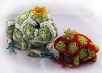 лягушки из цветочных мотивов