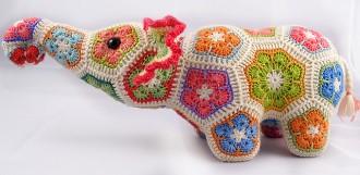 слон из цветочных мотивов